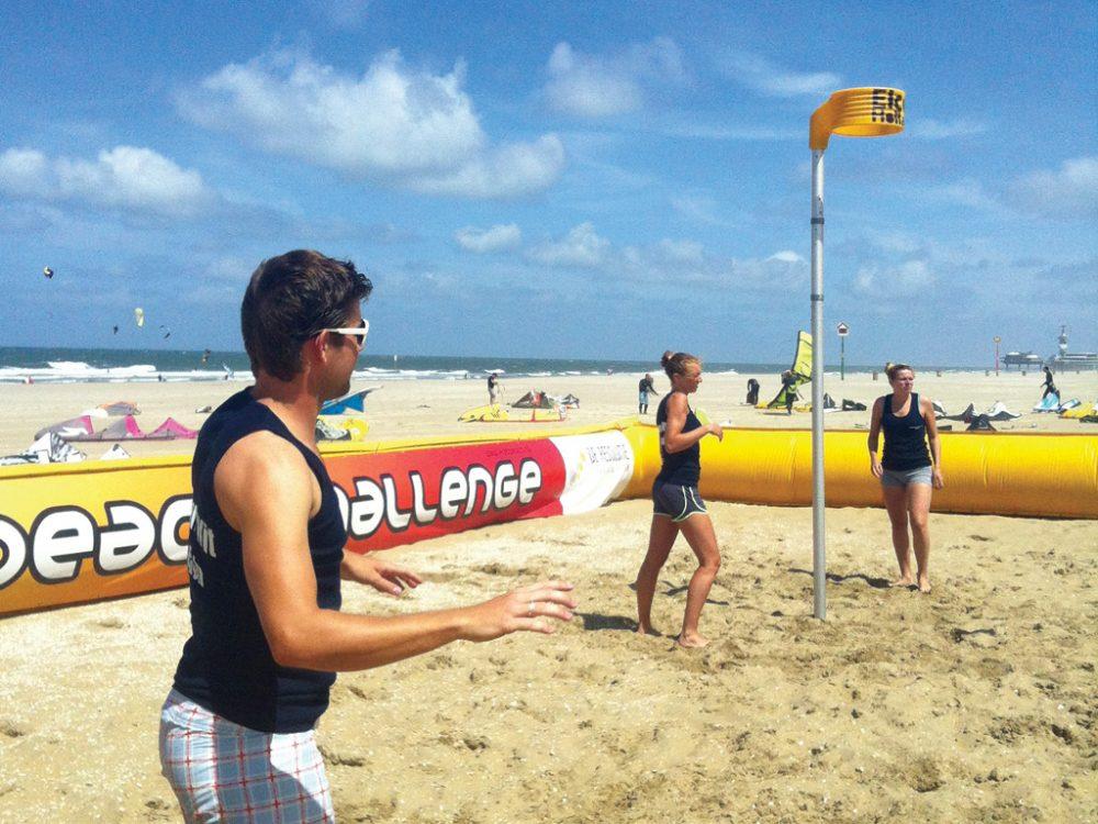 Beachkorfbalpaal met mand