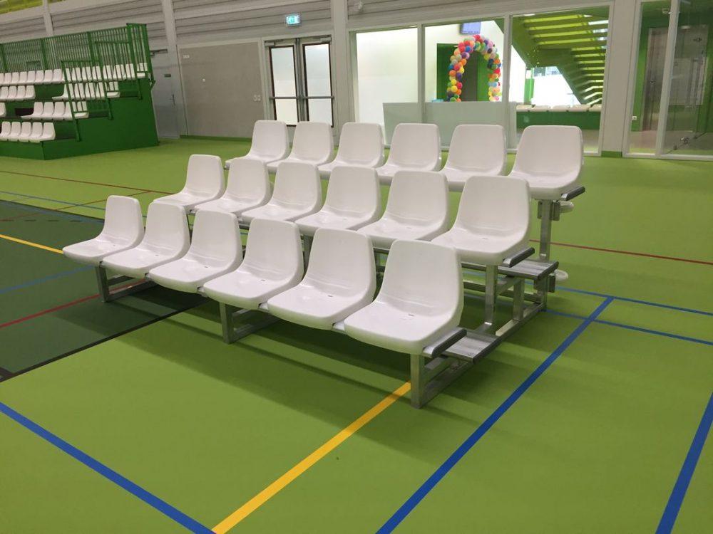 Verrijdbare en kantelbare zittribunes voor sporthallen
