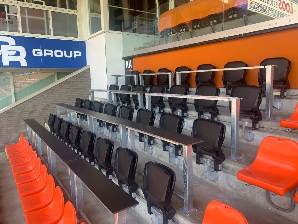 Opklapbare stadionstoel tribunestoel voor pers FC Volendam