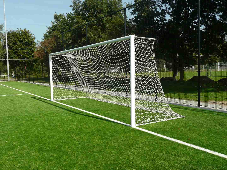 voetbaldoel met netstangen