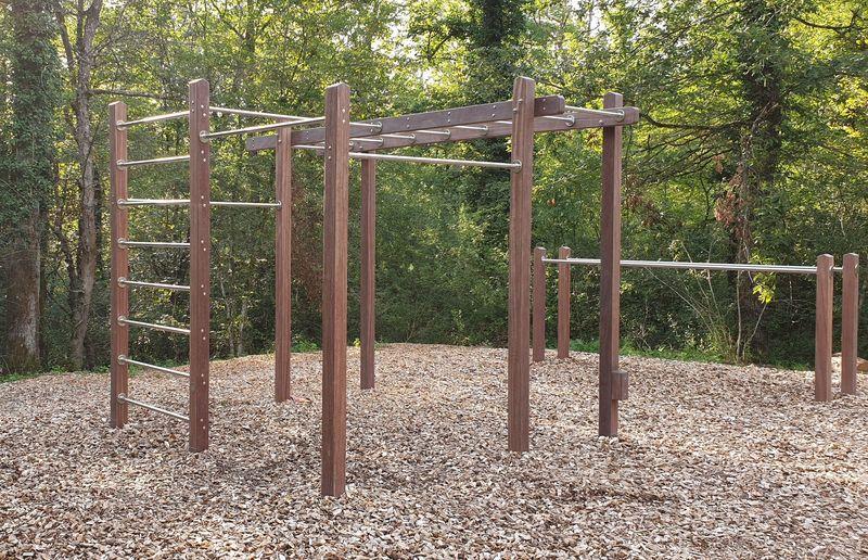 Outdoor fitness calisthenics