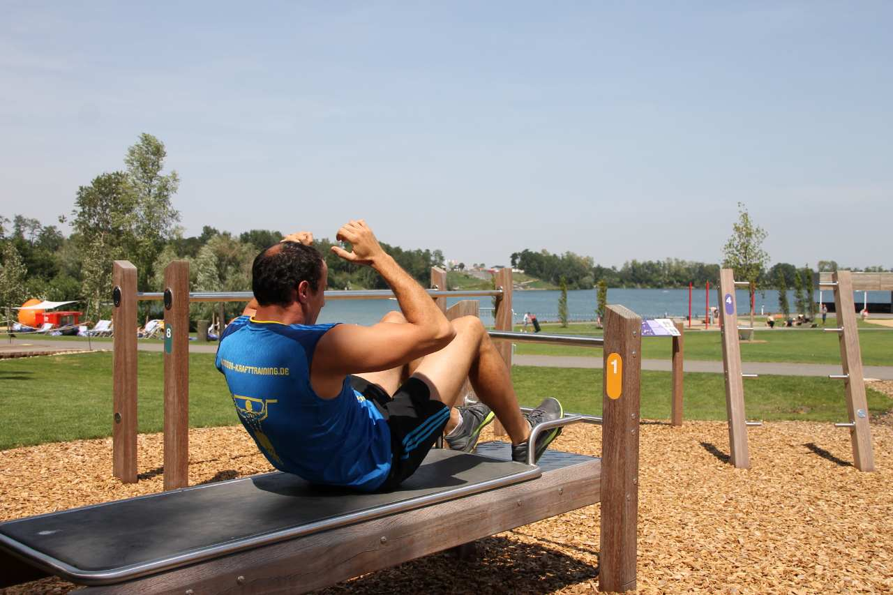 Outdoor fitness bench